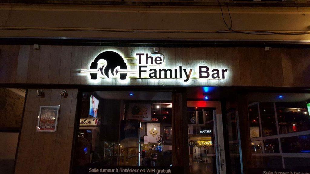 Lettre découpée retroéclairée - The Family bar d'arlon
