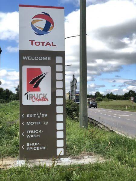 Réalisation de totem pour la station d'essence total